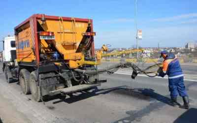 Машина для ямочного ремонта Ремонт ям дорожного полотна. Услуги машины ямочного ремонта Тайфун заказать или взять в аренду, цены, предложения компаний